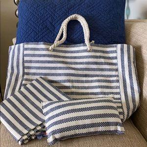 DSW 3 PC Beach bag pillow & mat NWOT